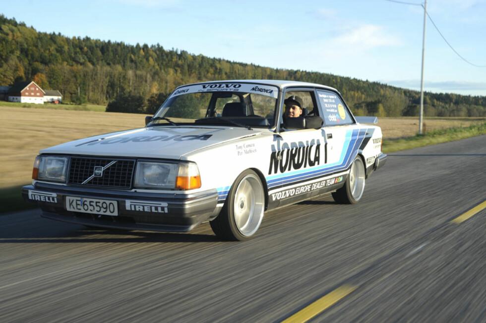 Tony Camara bygget drømmebilen sin for et par år siden. Nå er Gruppe A-kopien med V8 til salgs. Foto: Camilla S. Tofterå