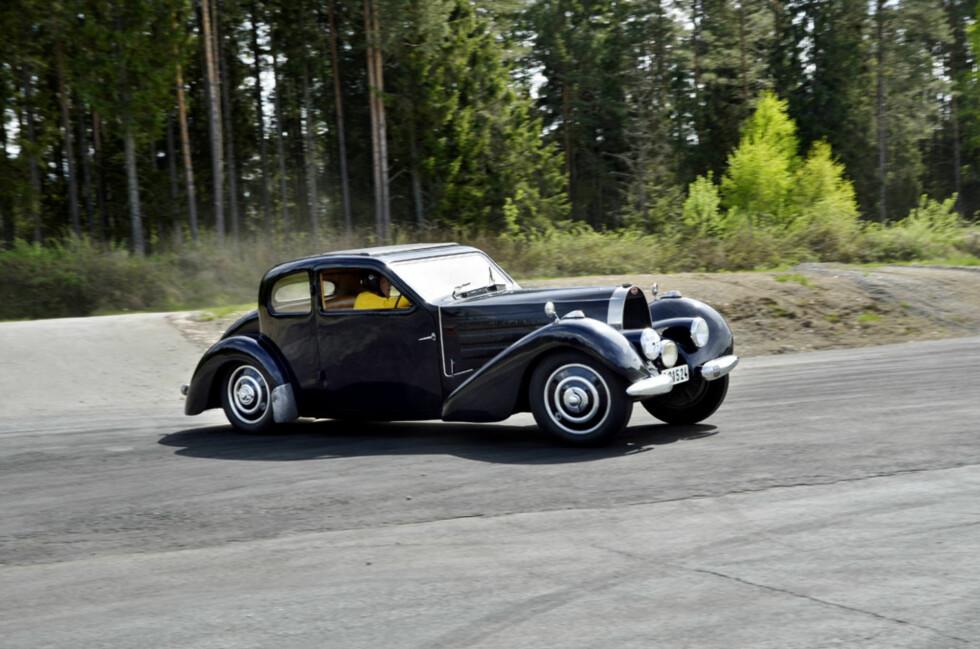 Slik har du garantert aldri sett en klassisk Bugatti til mange millioner før. Denne stilfulle 1937-modell Type 57 Ventoux'en har overraskende nok lang, norsk racinghistorie, blant annet fra det opprinnelige Gardermoen-Racet i 1950. Foto: Stein Inge Stølen