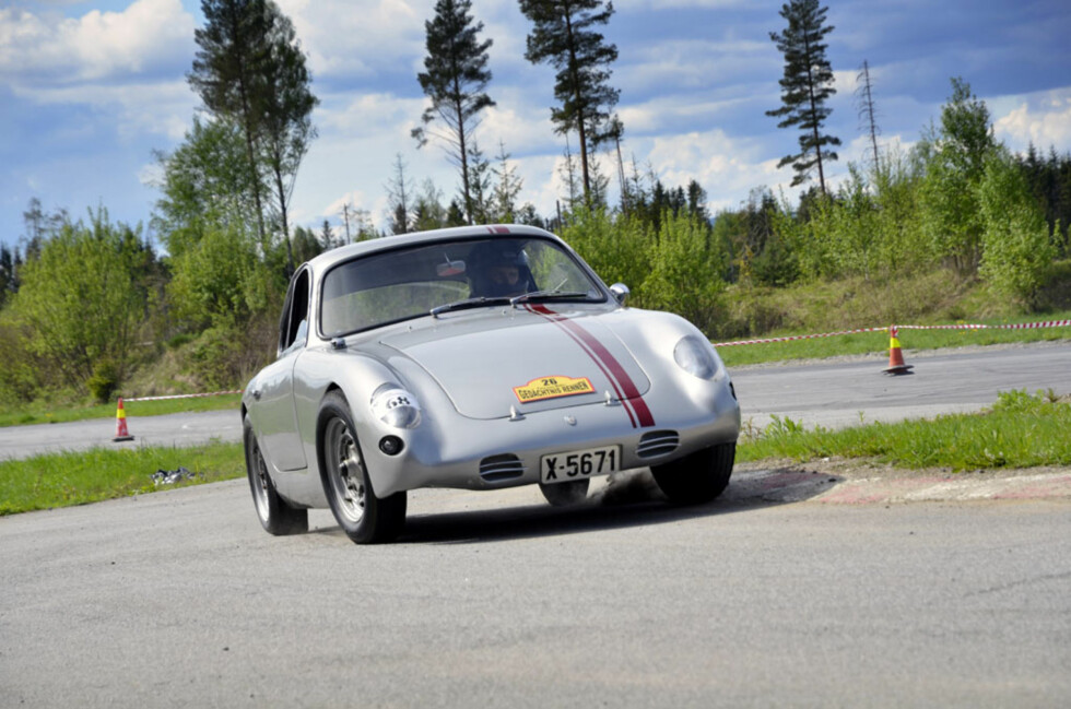 Denne bilen ble konstruert av en kreativ og talentfull bilbygger i Sverige på begynnelsen av 60-tallet etter inspirasjon fra de Abarth-kledde Porsche 356 B 1600 Carreraene. Foto: Stein Inge Stølen