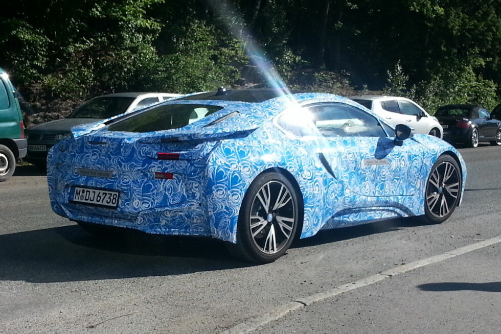 Den superavanserte sportsbilen, BMW i8, representerer et paradigmeskifte innen merkets strategi. Under utviklingen vil det alltid oppstå problemer, som her da bilen stoppet under testing i Asker. Foto: Per Christian Furre