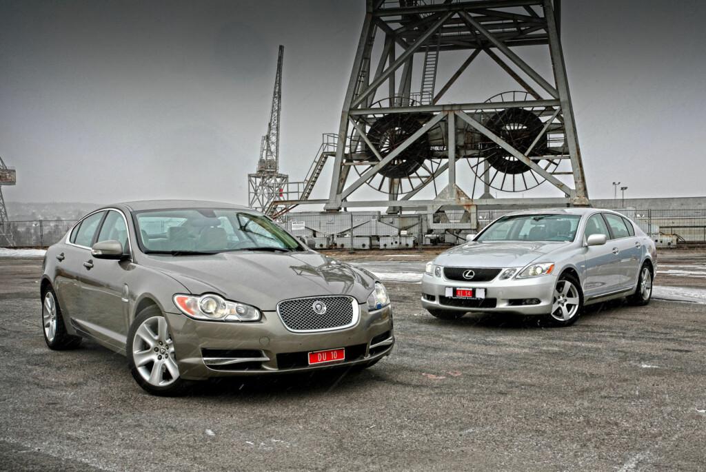 Hva, så billig? Jepp, det er bare å kline til! Jaguar XF gir deg overlegen eleganse og vakkert ytre, mens Lexus GS byr på overraskende mye krefter, mye utstyr og suveren kvalitet. Foto: Knut Arne Marcussen