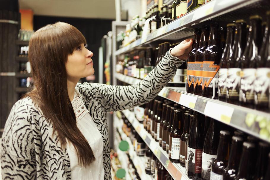 INGEN RABATT: Rema 1000 og Æ gir deg ikke rabatt på alkohol, om dette er en av dine ti mest kjøpte varer. Det får de ikke lov til av lovverket. Illustrasjonsfoto: Maskot / NTB Scanpix