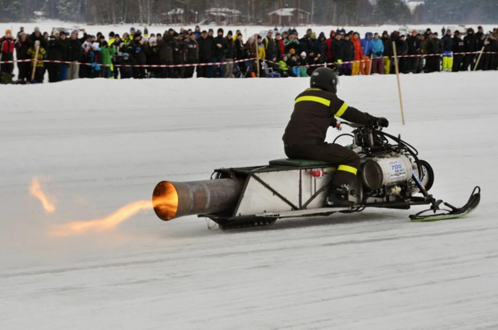 Svenskene har fullstendig dilla på jetmotorer og raketter. Denne farkosten ble satt sammen i en garasje av tre kompiser i Jämtland. Foto: Stein Inge Stølen