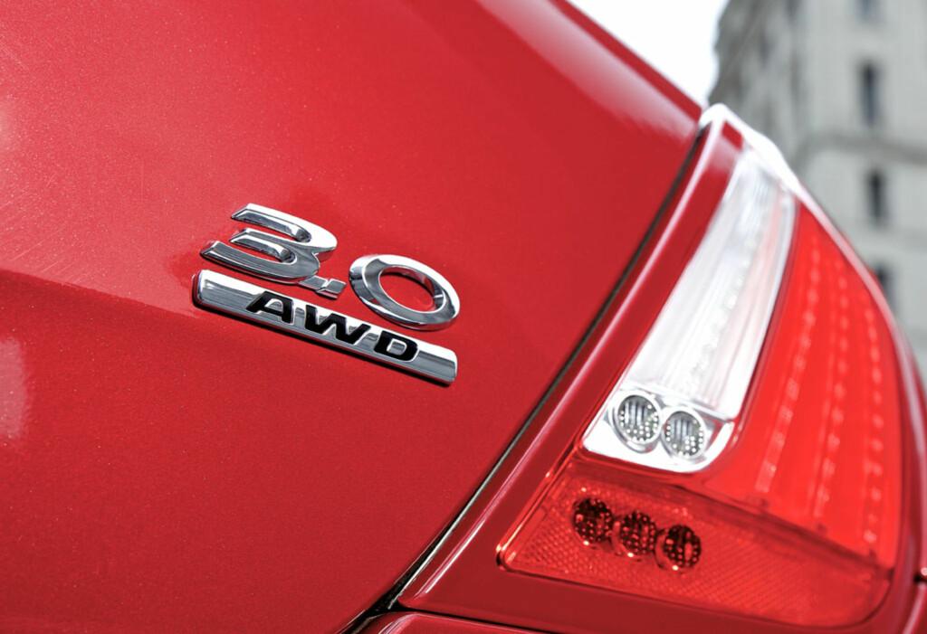 """Det lille """"AWD""""-merket på bakluka er det eneste som avslører at denne katta river på alle fire. Foto: Jaguar"""