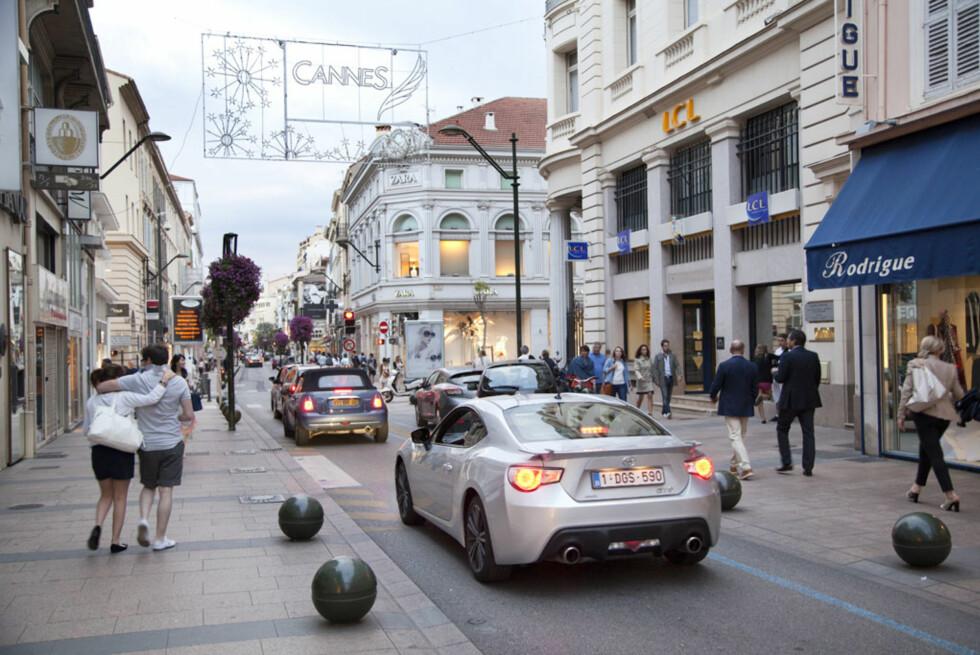 Gjennom gatene i Cannes under filmfestivalen vakte den like stor oppsikt som Ferrarier og Bentleyer. Foto: Stein Inge Stølen