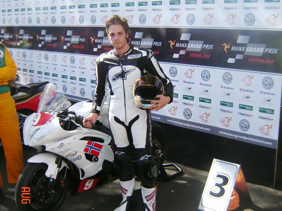 Sebastian Buch klart til start med sin lynraske Yamaha R6. Foto: Privat