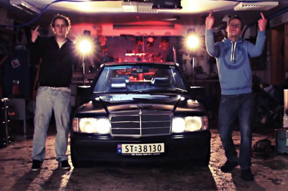 """""""I put my middle finger up to the man on patrol"""", forteller Jan Emil (22) og Ivar (21) i den populære Youtube-videoen. Foto: Magnus Halvorsen Wathne"""