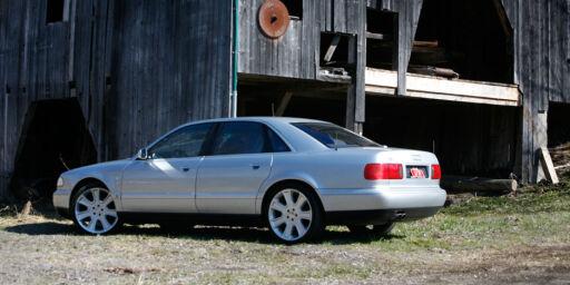 image: Audi S8 (1998)