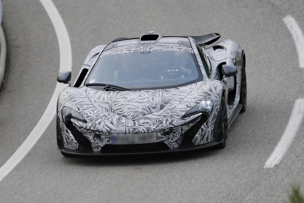 Forfra er det lett å se det karakteristiske takscoopet som også forgjengeren McLaren F1 hadde. Foto: Lehmann Photo Syndication