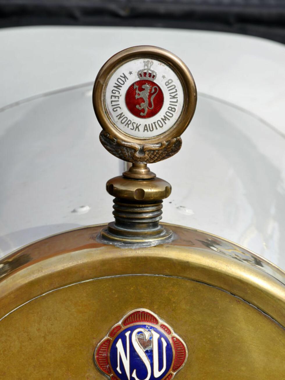 Denne NSU'en fra 1913 bærer KNAs stolte logo på radiatorlokket. Eier: Torleif Lindtveit. Foto: Stein Inge Stølen