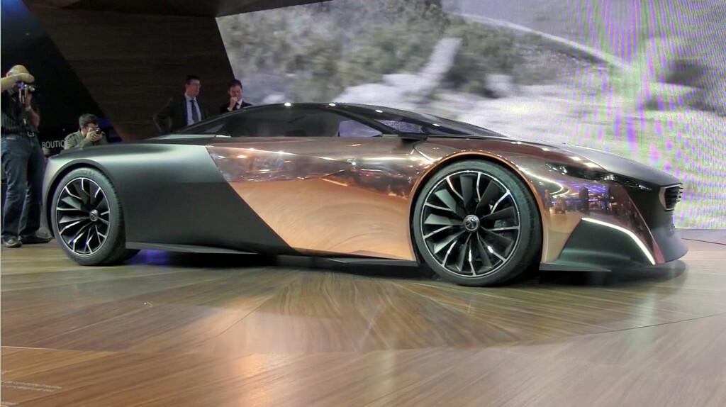 Peugeot Onyx: Noen lekrere? Bilen består av et karosseri av ubehandlet kobber og karbonfiber, samt et interiør av vadmel og resirkulert avispapir. Det beste er at Onyx er fullt kjørbar..! Foto: Stein Inge Stølen