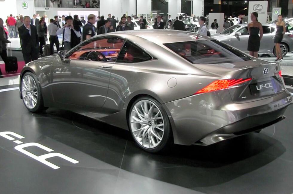 Lexus LF-CC er ikke bare en helrå konseptbil. Lexus forteller oss at neste generasjon IS blir svært lik dette. Foto: Stein Inge Stølen