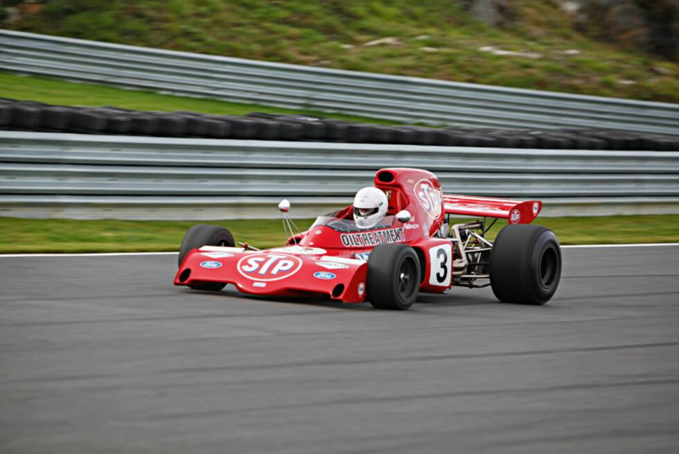 Denne bilen kjørte Ronnie Peterson i Formel 1 under 1972-sesongen. Det ble en skuffende sesong etter den sensasjonelt sterke 1971-sesongen,men på Rudskogen gikk ihvertfall bilen bra med en herlig motorlyd på kjøpet.  Foto: Espen Stensrud