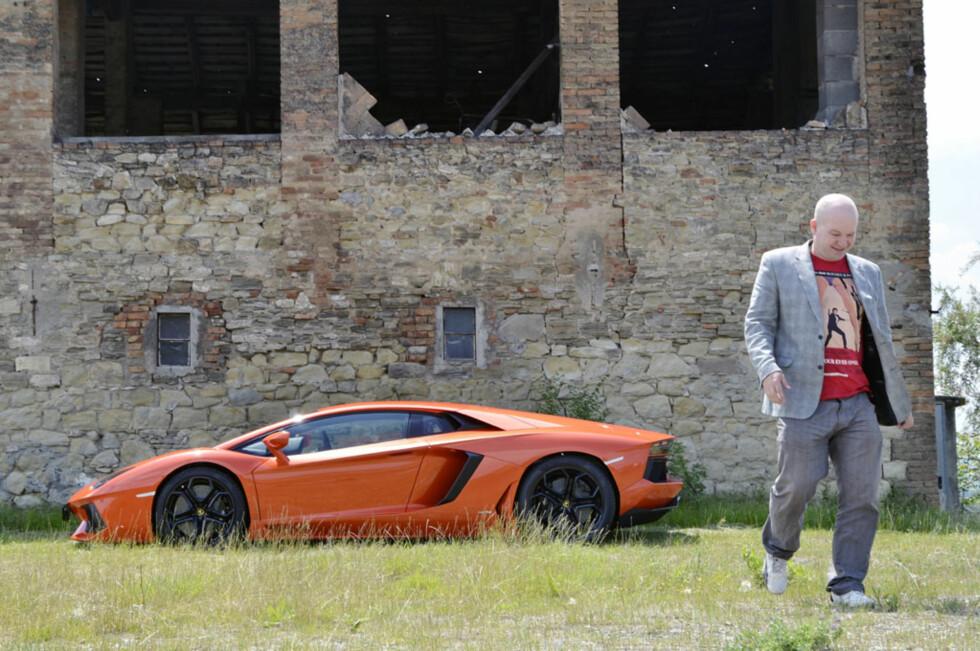 Smiler Lorden fordi han har hatt en flott kjøreopplevelse, eller fordi han har greid å komme fra det med livet i behold? Foto: Stein Inge Stølen