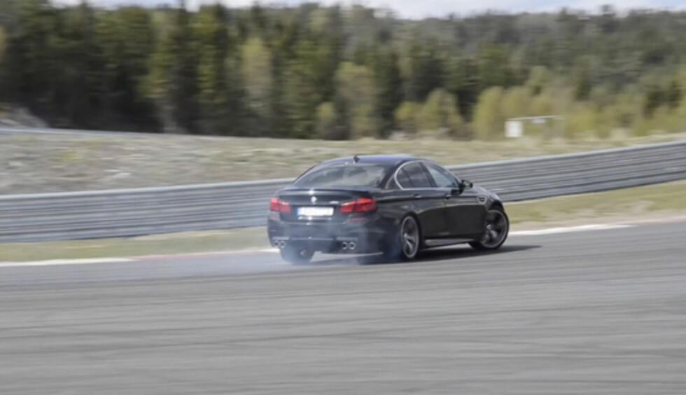 Vi testet både BMW M5 og baneforholdene på nye Rudskogen for en tid tilbake. Begge hadde svært høy underholdningsfaktor... Foto: Stein Inge Stølen