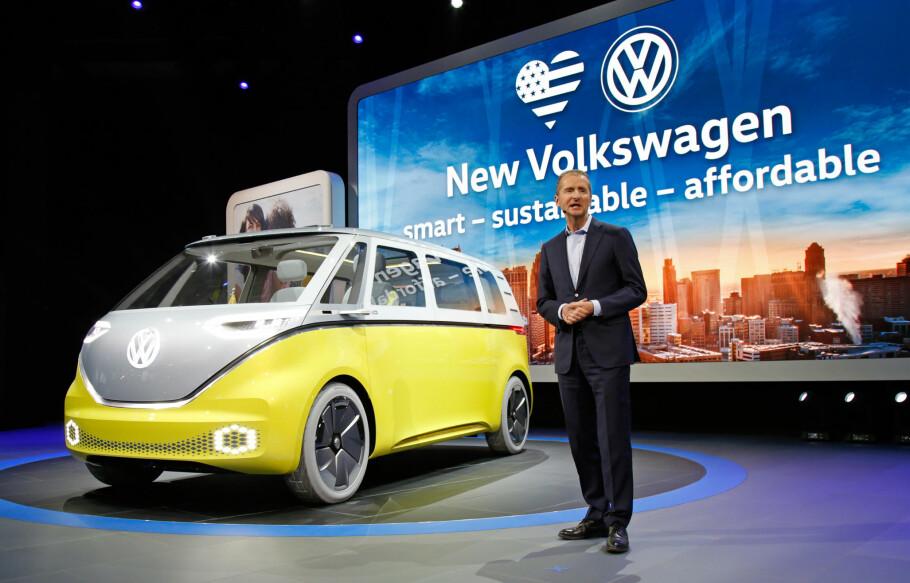 ELBIL TIL FOLKET: Volkswagen har en strategi for at millioner skal få råd til elbil i fremtiden, men det gjenstår noen år med utvikling. Denne bussen er medlem nummer to av I.D.-familien som foreløpig består av konseptbiler, men fans av den gode, gamle folkevognbussen vil nok nikke gjenkjennende. Foto: Volkswagen
