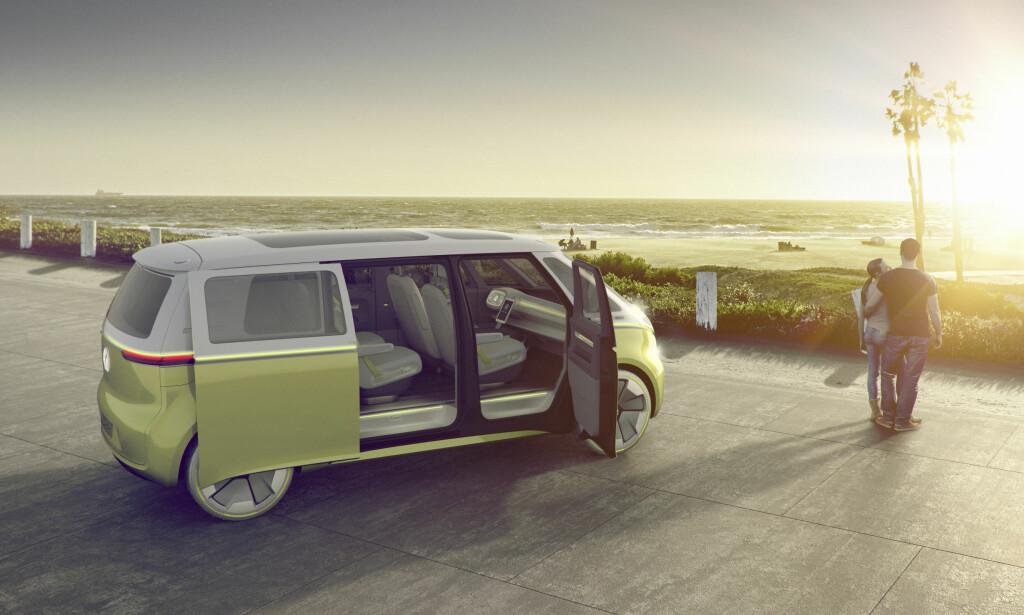 NESTE SHARAN? Som dagens store flerbruksbil fra Volkswagen, Sharan, har Buzz-bullien skyvedører bak. Foto: Volkswagen