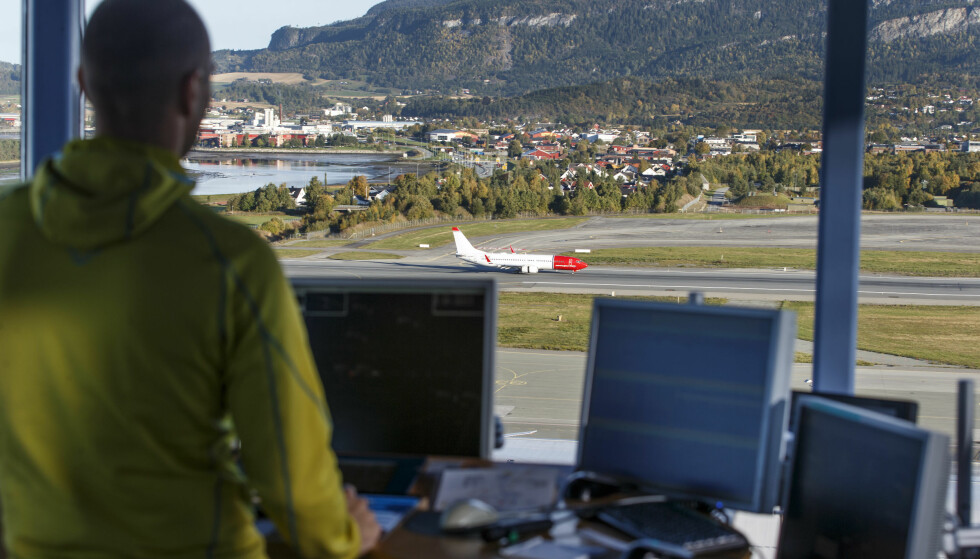 <strong>FLYGELEDER:</strong> Flygeledere har en av de beste begynnerlønningene i arbeidslivet. De får også lønn under utdanning, med unntak av ni måneders skoleopplæring i Storbritannia. Foto: Gorm Kallestad/NTB Scanpix