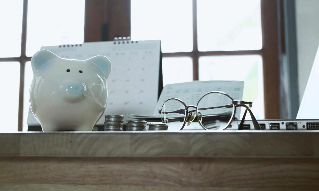 PENSJONSSPARING: - Enkelte mener at 10 prosent av inntekten er et godt pensjonssparemål, uansett hvor man er i livet. Pensjonsøkonom ved Storebrand Livsforsikring, Knut Dyre Haug, mener at det kan være en grei pekepinn. Foto: NTB Scanpix.