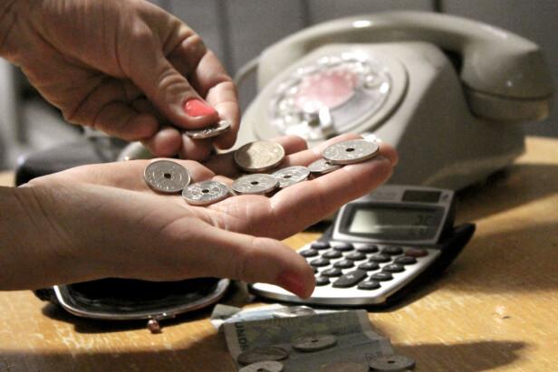 <strong>KOSTER PENGER:</strong> Vil du ha mer databruk i mobilabonnementet ditt, må du også betale mer. Hos de billigste kan det utgjøre rundt 500-lappen i året ekstra. Foto: Ole Petter Baugerød Stokke