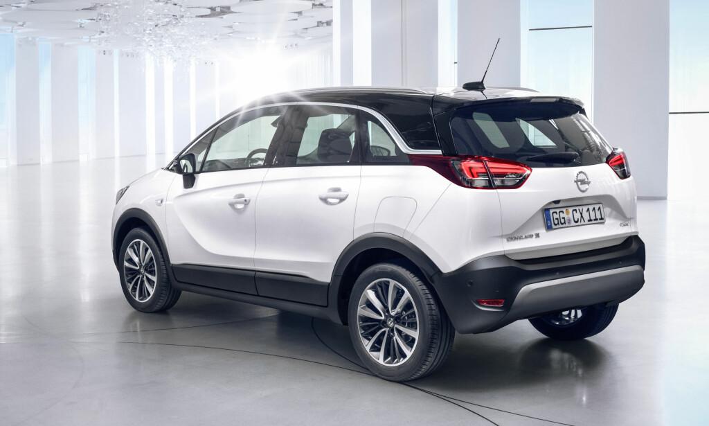 LITEN SUV: Crossland X er hakket mindre enn til og med Opåel Mokka, men lover gode innvendige plassforhold. Foto: Opel