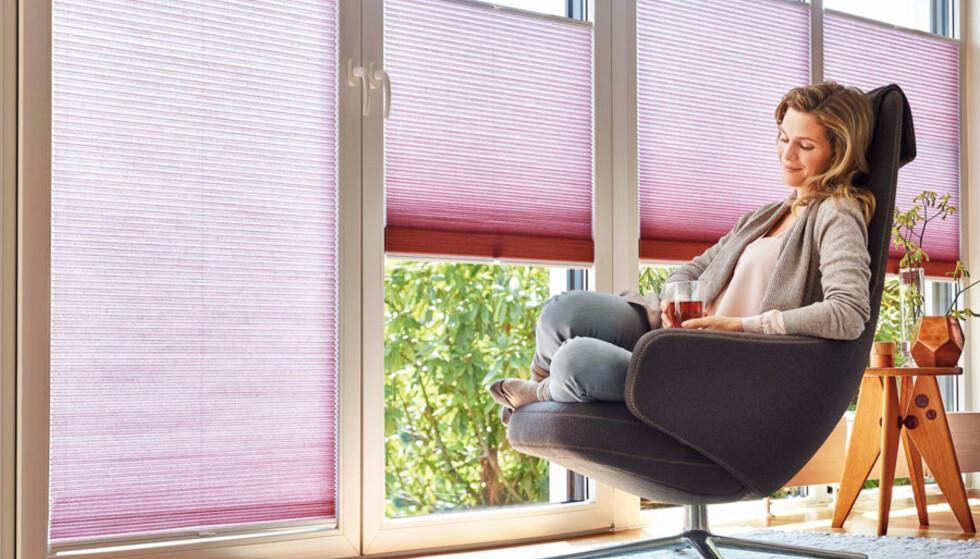 <strong>POPULÆRT VALG:</strong> Ifølge forhandlere og produsenter, er det plisségardiner som er det mest populære alternativet for solskjerming. Foto: Hunter Douglas/Markisemannen.