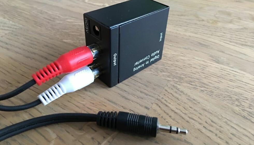 FRA DIGITAL TIL ANALOG: Trenger du å koble en digital lydkilde til en analog inngang, er dette en svært billig og godt fungerende løsning. Foto: Bjørn Eirik Loftås