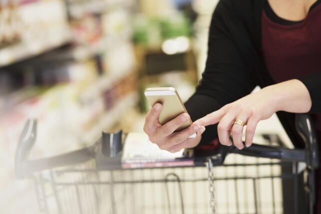 VIKTIG DATA: Når du bruker kundekort og apper får butikkene viktig kunnskap om handlevanene til alle kundene sine. Foto: Maskot / NTB Scanpix
