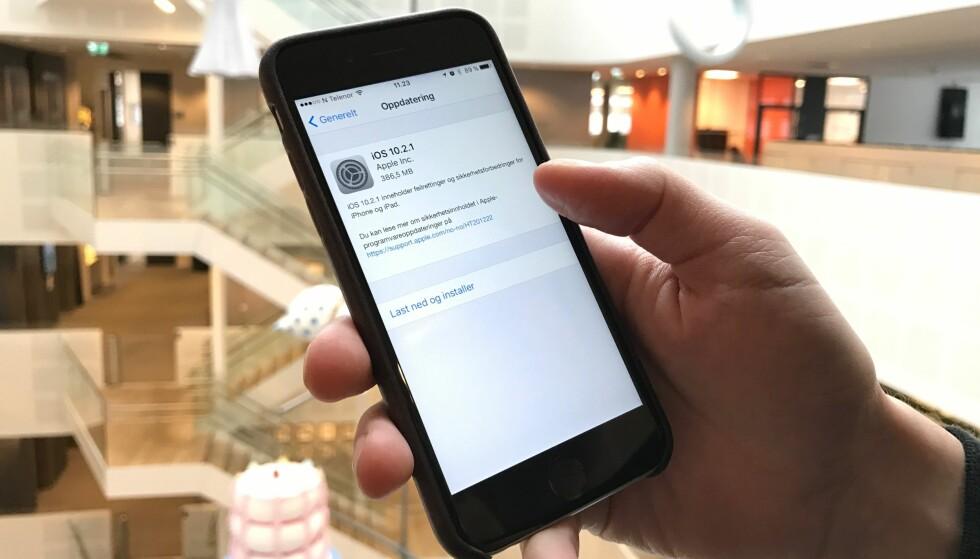 <strong>BATTERITRØBBEL:</strong> Oppdatering kan medføre trøbbel med batteriet, ifølge flere iPhone-brukere. Foto: Gaute Beckett Holmslet