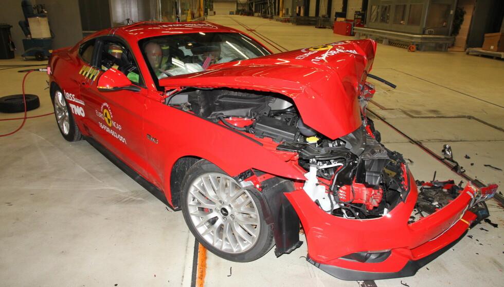 KRASJ-FLOPP: Ford Mustang fikk nedslående to av fem stjerner i krasjtest. Men Ford påpeker at modellen ble utviklet før dagens testkriterier trådte i kraft og at det kommer en oppgradert modell i løpet av 2017. Foto: Euro NCAP
