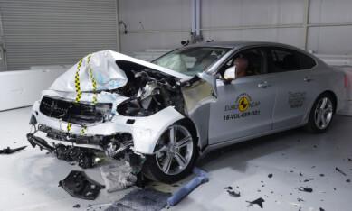 IKKE PENT, MEN: Volvoens sikkerhetsstruktur og utstyr sørger for optimal beskyttelse av fører og passasjerer. Foto: Euro NCAP