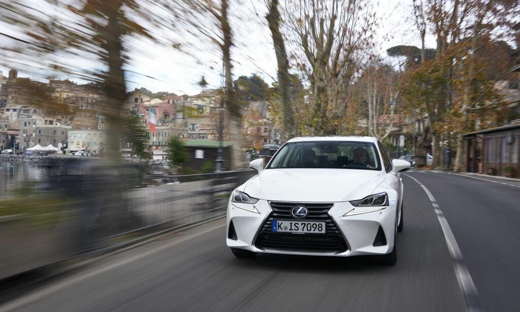 SKARPT OPPSYN: Lexus hadde allerede en design som vakte oppsikt, denne er nå ytterligere skjerpet. Foto: Lexus