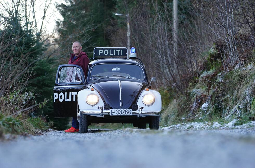 POLITIMANIA: Kristian Gelin eier én av de fire forskjellige - men stilige - politibilene Autofil har møtt. Foto: Paal Kvamme