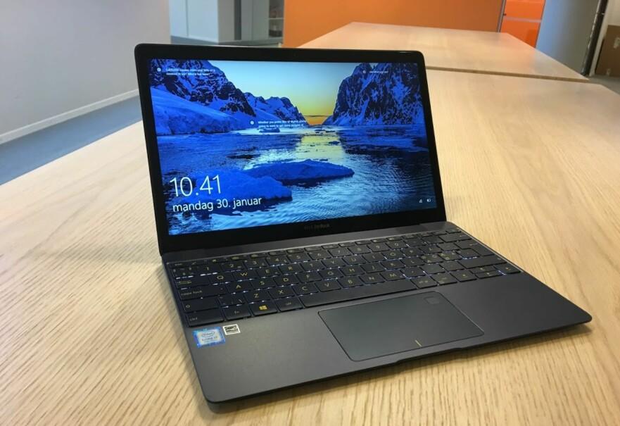 <strong>LITEN RÅTASS:</strong> Vi tviler på at du finner kraftigere PC som veier like lite som Zenbook 3. Foto: Bjørn Eirik Loftås