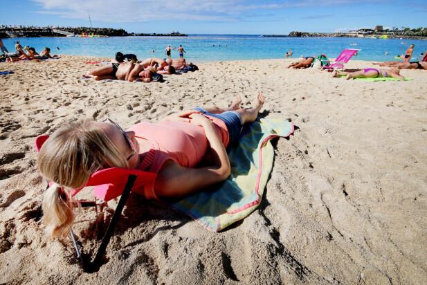 BEST SLIK: Vi synes den funket best som hodestøtte. Men da kan du kanskje like gjerne bruke strandbagen eller klærne dine - i alle fall om du har med det endel stæsj ... Foto: Ole Petter Baugerød Stokke
