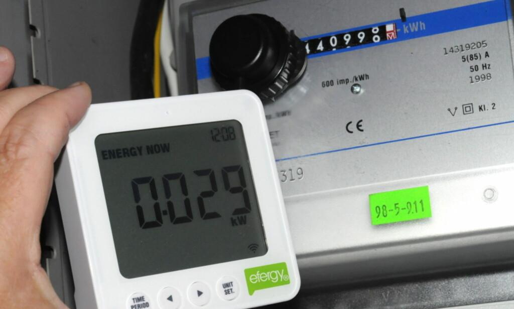 KJØPT SELV: Flere smarte strømmålere selges i vanlige elektronikkbutikker. Disse koster bare noen hundrelapper som et engangskjøp. Det kan dessverre ikke sende data til strømselskapet ditt. Foto: Tore Neset