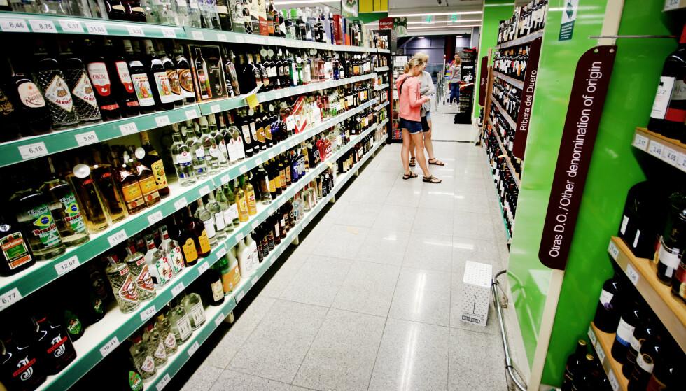 LAVPRISVIN: Handler du spansk vin på supermarkeder i Spania, er det lett å gjøre vinhandelen rimelig. Foto: Ole Petter Baugerød Stokke