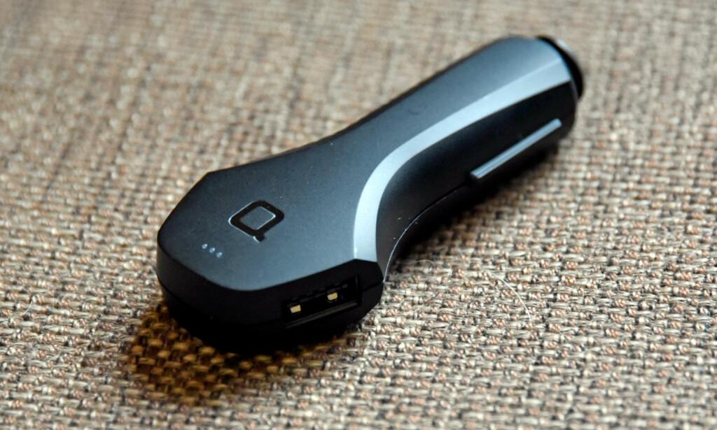 LADER TO: Zus har en USB-port på hver side, og de er i tillegg reversible, som gjør at det ikke spiller noen rolle hvilken vei du putter i USB-kabelen. Foto: Pål Joakim Pollen