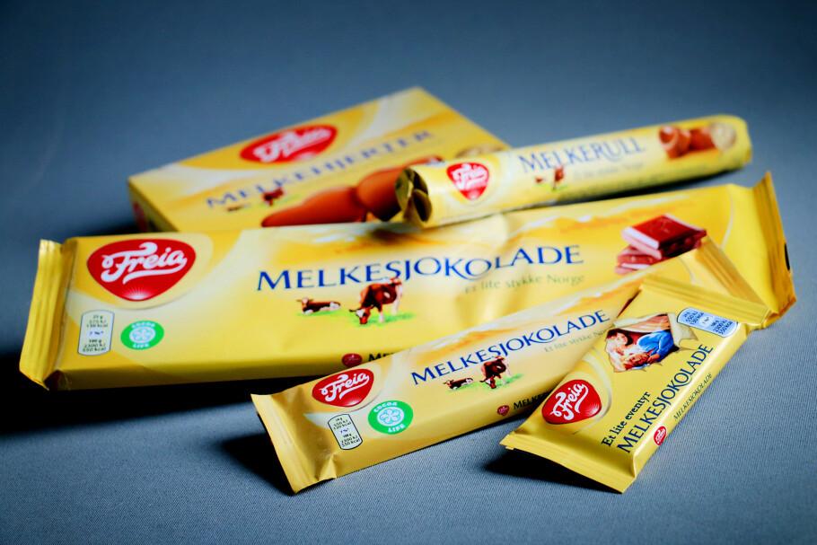 SAMME INNHOLD: Alle disse produktene innholder den samme melkesjokoladen fra Freia. Men prisene per kilo varierer kraftig, blant annet fra den minste til den største. Foto: Ole Petter Baugerød Stokke