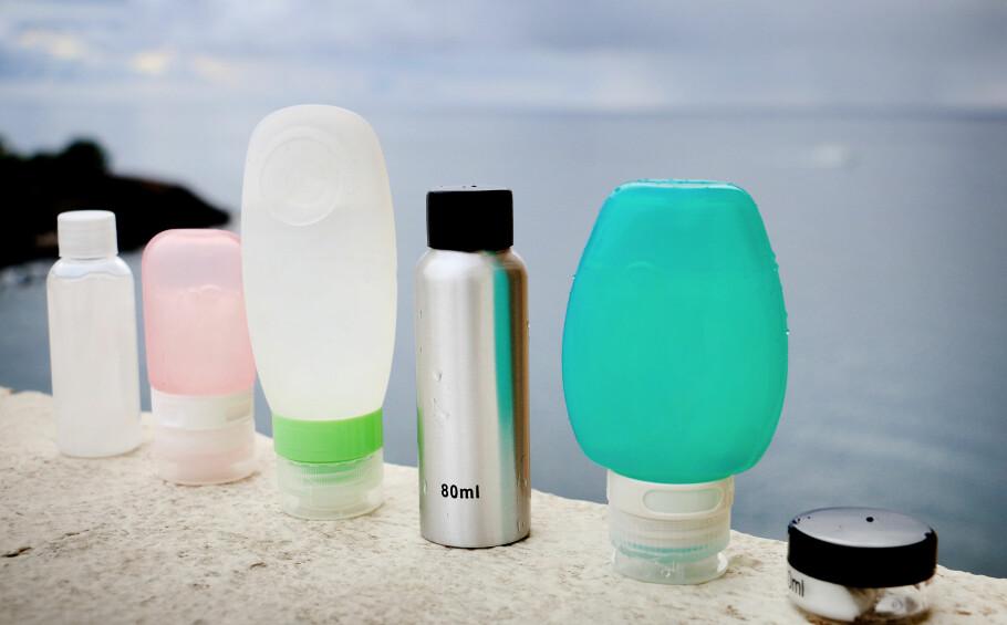 REISEFLASKER: Det er store forskjeller på reiseflasker, både med tanke på hvordan de ser ut, hvor praktiske de er i bruk og - ikke minst - om de er tette. Foto: Ole Petter Baugerød Stokke
