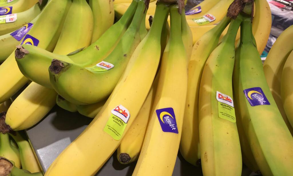 UMERKET: Noe frukt i løsvekt er ikke merket med synlige koder, men priskoden vil likevel identifiseres i kassen. Som regel er disse produktene fra lokale produsenter. Foto: Linn M. Rognø.