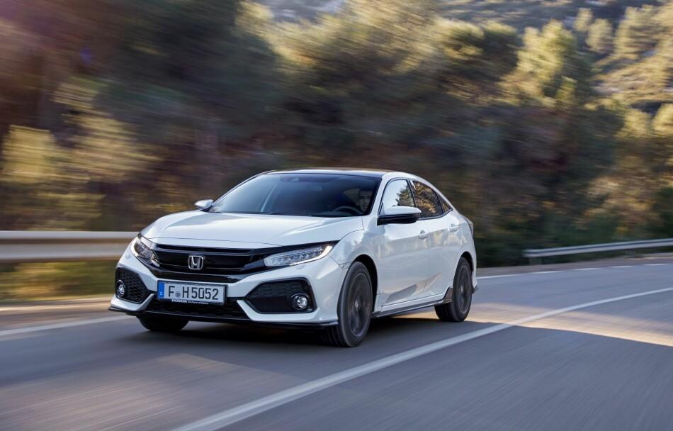 SKARPT OPPSYN: Nye Civic er langt fra noen småbil lenger og selv om den kan gjenkjennes som en Honda, er den veldig annerledes enn forgjengeren både når det gjelder design og egenskaper. Foto: Honda