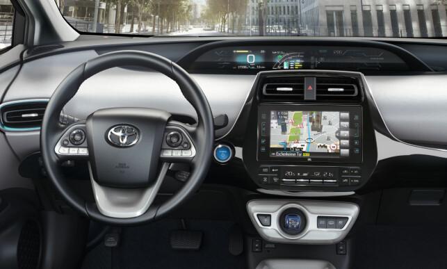 TEKNO-MILJØ: Informasjonen er lett å se - bilen kommer dessuten med HUD (head-up display).