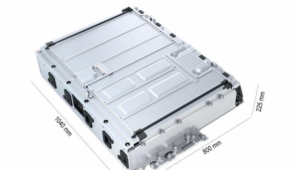 TAR PLASS: Litiumion-batteripakken i Prius PHV pakker energien tettere enn før så dobbel kapasitet betyr bare + 50 prosent vekt. Men med en bensintank på 43 liter i tillegg betyr det at det går med så å si 200 liter til «drivstoff». Foto: Toyota