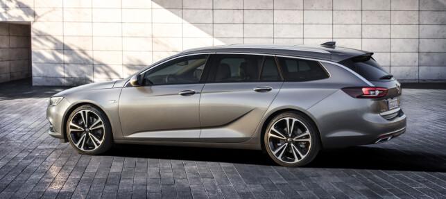 STØRRE: Insignia Sports Tourer blir en røslig storbil med 499 centimeter i lengden,186 i bredden og en høyde på 150 centimeter, er den både lengre og høyere enn Insignia Grand Sport. Foto: Opel