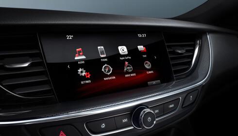 INTEGRERT: Smarttelefonen blir en stadig mer integrert del av bilen. Foto: Opel