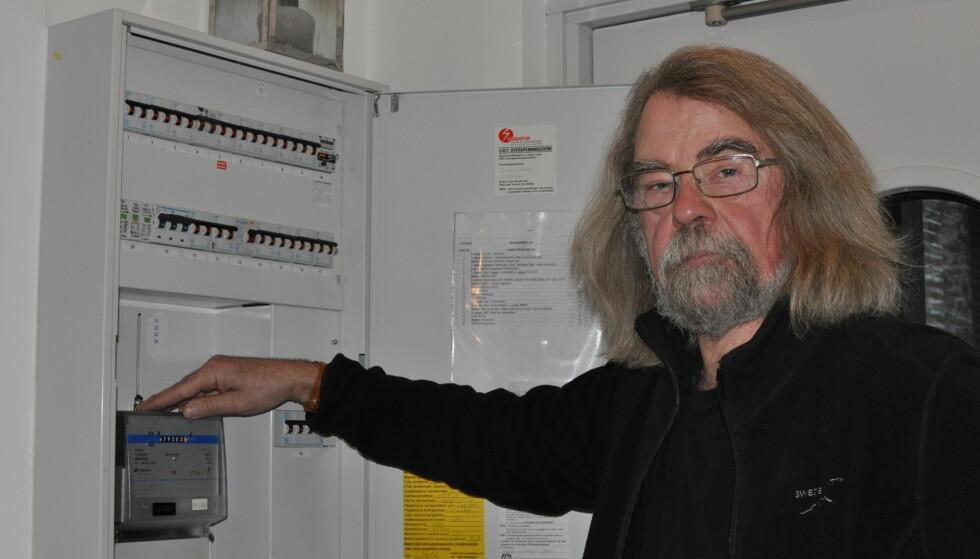 <strong>VEGRER SEG:</strong> Einar Flydal er blant de rundt 600 som så langt har reservert seg mot å få ny strømmåler. Foto: Tore Neset
