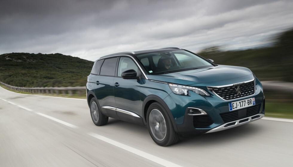 LANG VERSJON: Peugeot 3008 og 5008 er i bunn og grunn kort og lang versjon av samme bil. Vi har testet den lengste, som kommer til høsten. Foto:  Produsenten