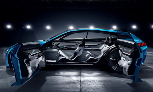 VELKOMMEN: Lett adgang er en selvfølge. Moderne materialer er på plass og bilen er høyteknologisk fra innerst til ytterst. Foto: Peugeot