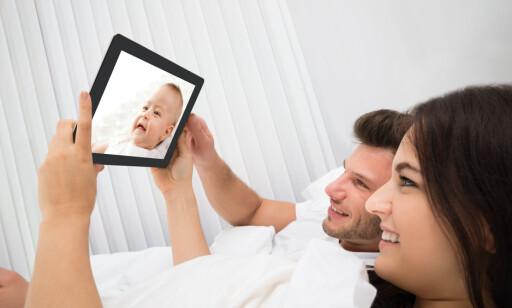 BILLIGST MED EN APP: Det finnes babyvakter som app til smarttelefon/nettbrett - og de er billigst. Men du må selvsagt da ha flere enheter tilgjengelig. Foto: Shutterstock/NTB Scanpix